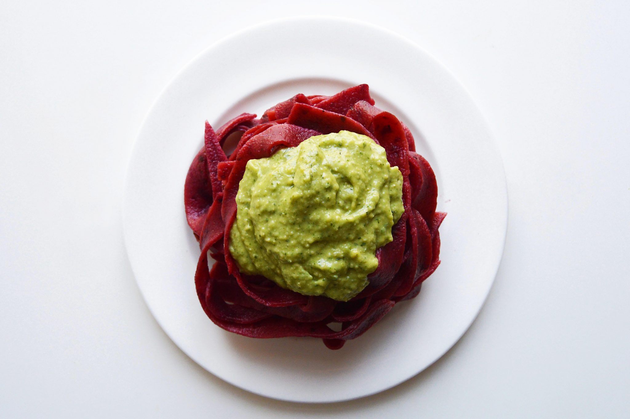 vegan-beetroot-pasta-avocado-pesto-2.2