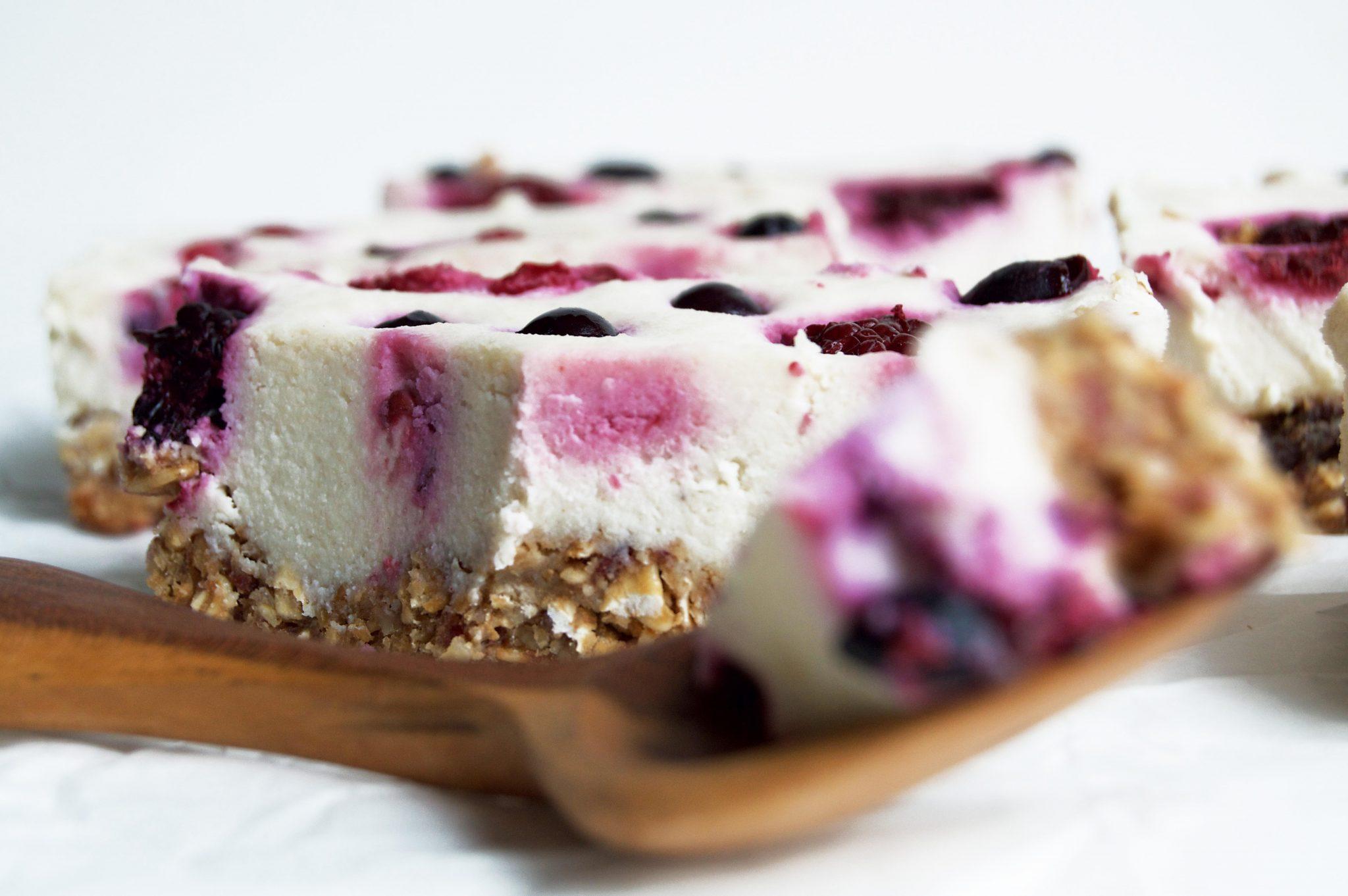 Vegan Granola Berry Cheesecake Breakfasts Bars