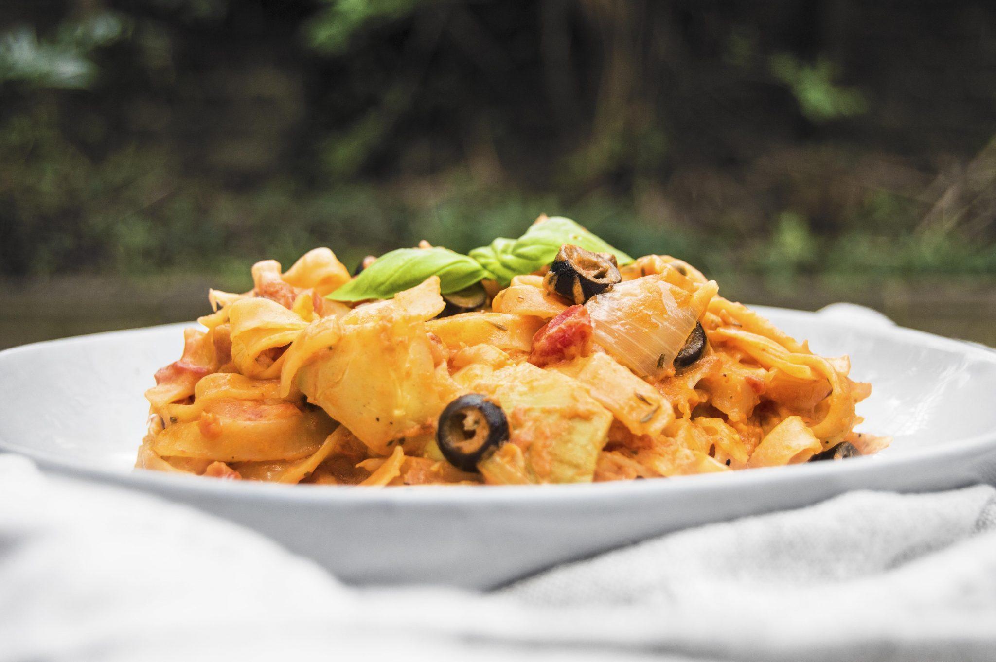 Vegan Creamy Tomato Mediterranean One Pot Pasta