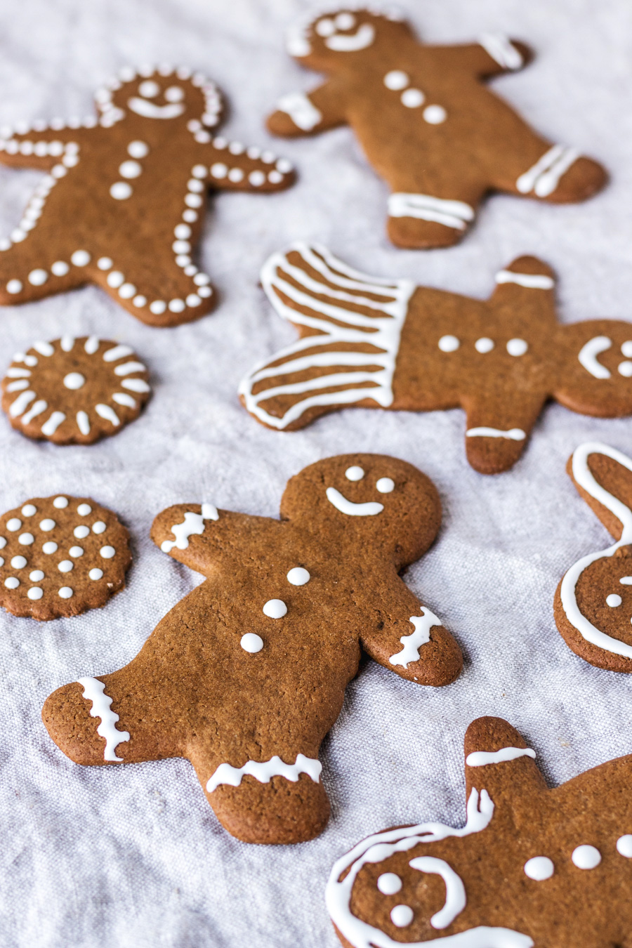 Vegan Gingerbread Cookies With Royal Icing - My Vibrant ...