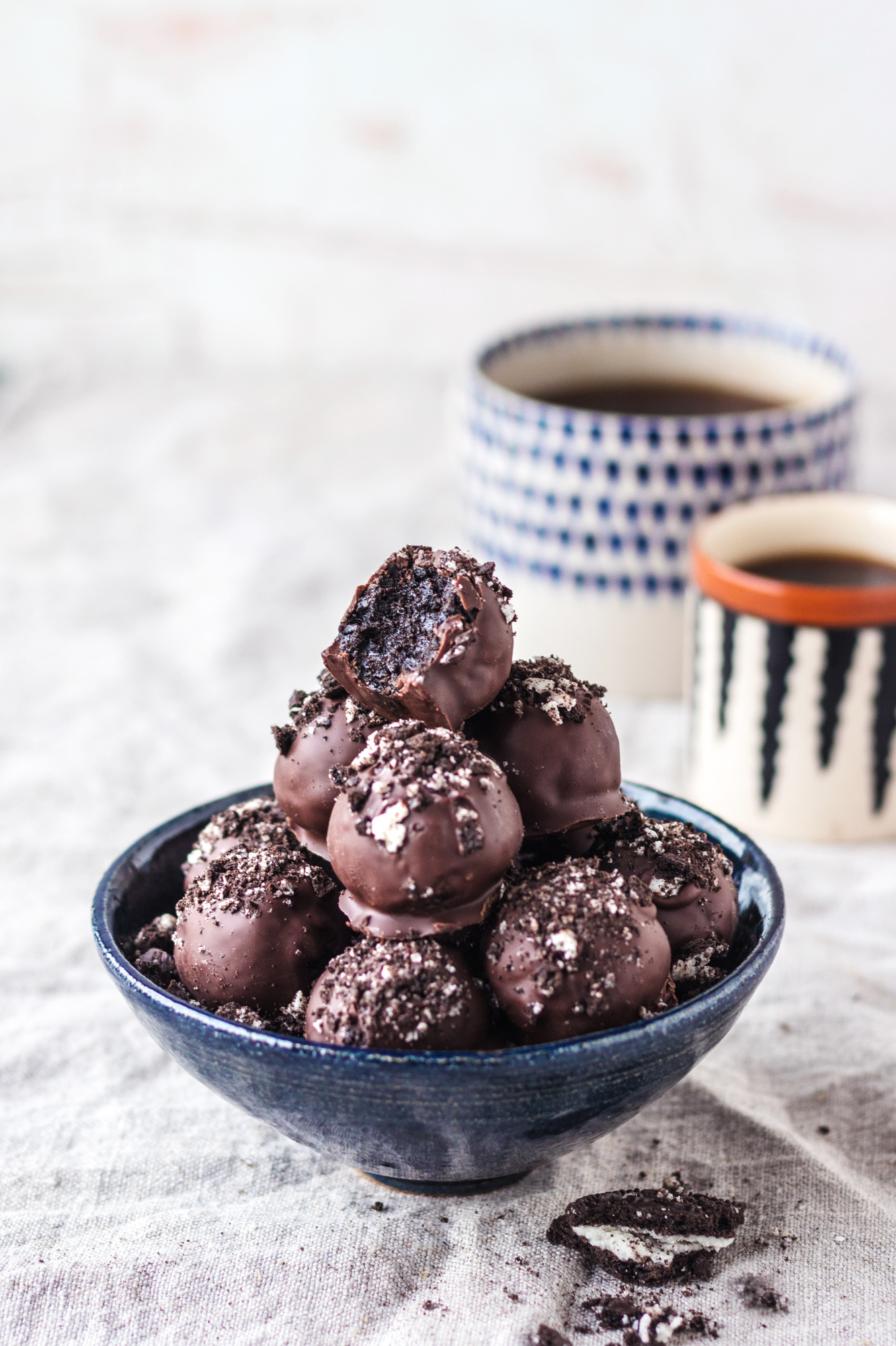 Vegan Cookies & Cream Oreo Truffles