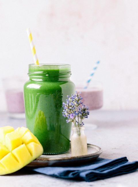 Vegan Green Smoothie (Sweet & Fruity!)